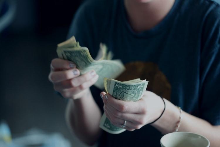 債権の利息金