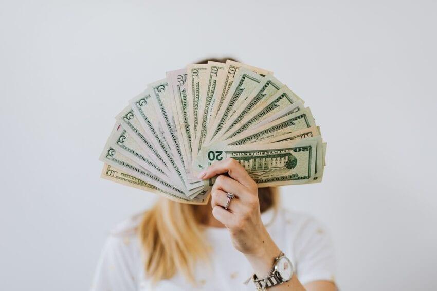 投信積立・春の乱女性とお金